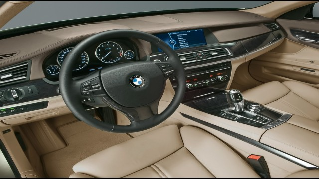 BMW 7 Series 2009 dashboard