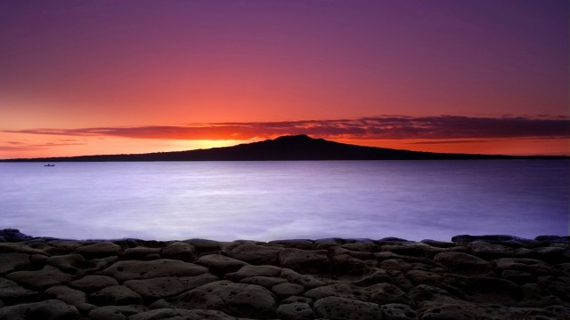 Sunrise on Aucklands North Shore, with a view of Rangitoto Island2 free backgrounds