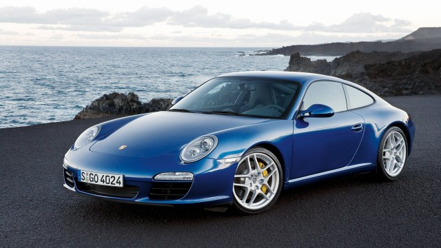 Pporsche 911 Carrera S blue front angle